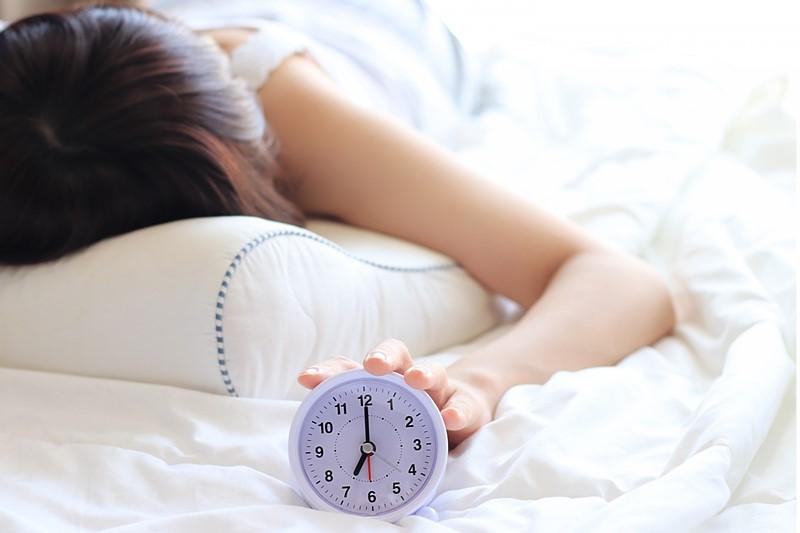 目覚ましを止める - 不眠症