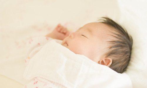 向き癖は大丈夫?うちの赤ちゃんが右ばかり向くので向き癖について調べてみた。